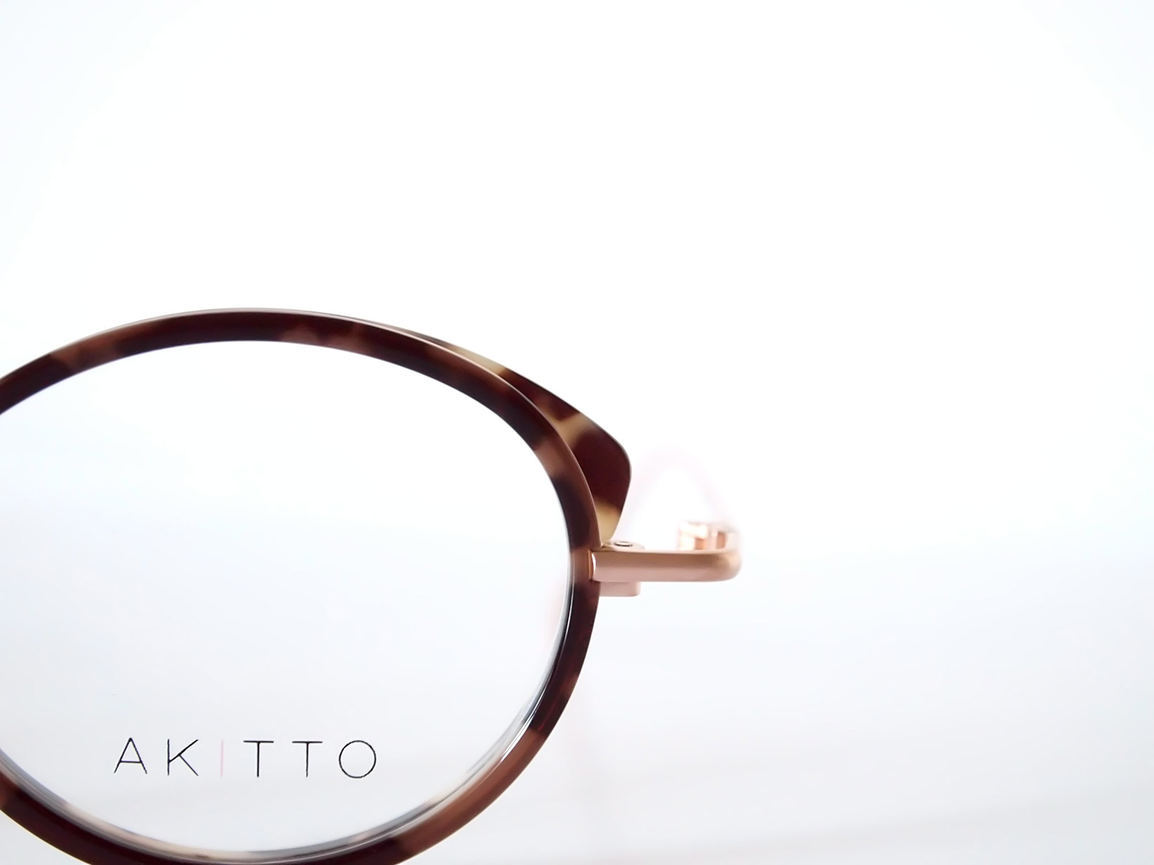 AKITTO 2018-1st pin3 size:46□22 material:titanium+acetate price:42,000-(+tax)