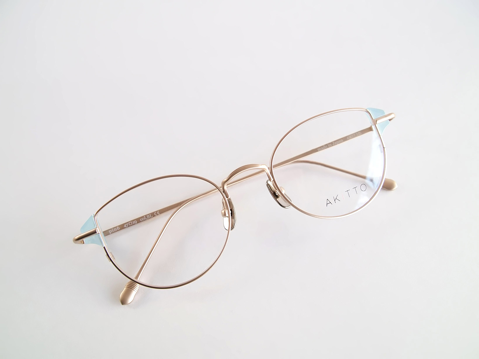 AKITTO 2019-1st pin6 color BL size:47□19 material:titanium+acetate price:¥42,000-(+tax)
