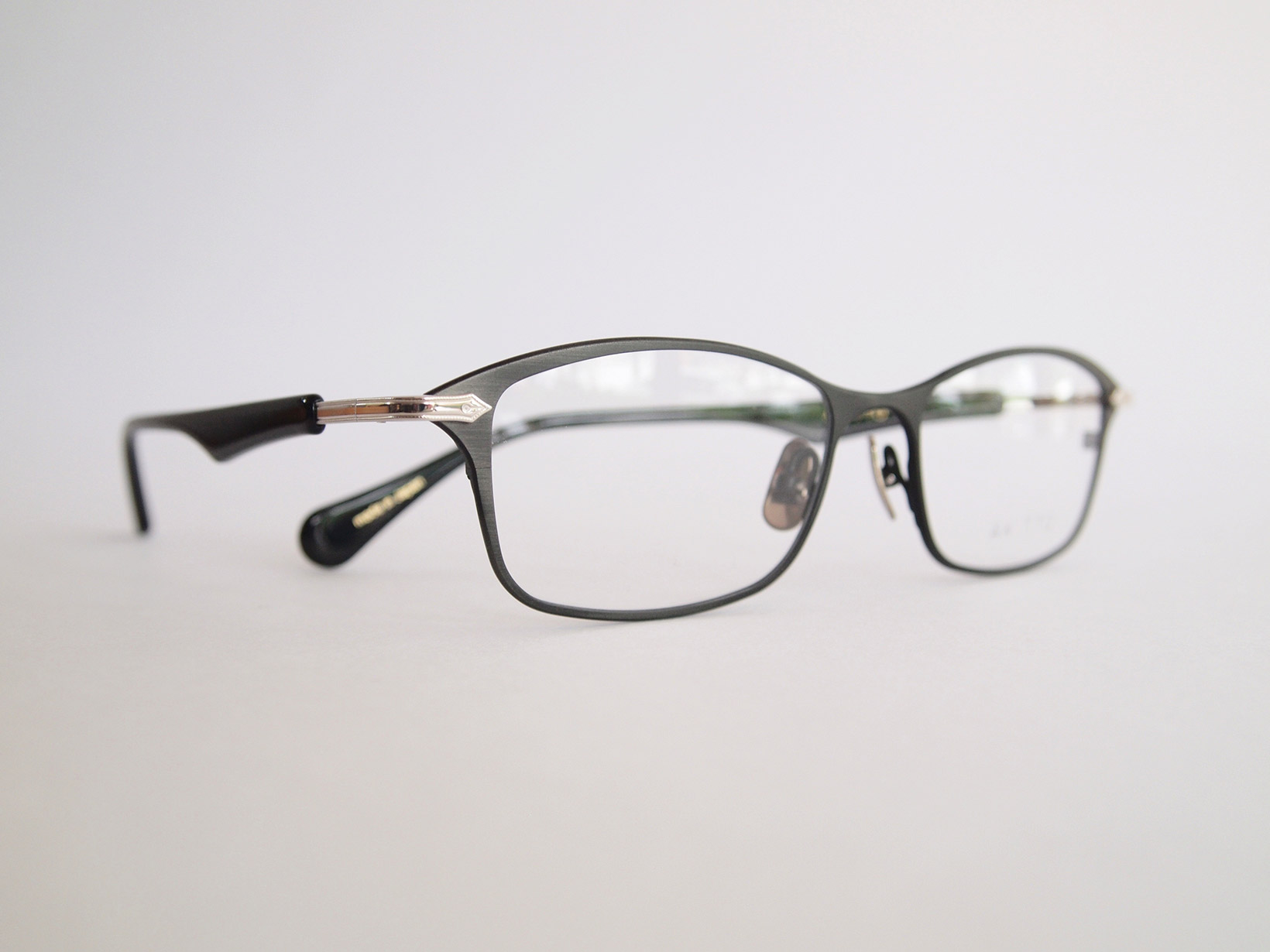 AKITTO 2019-3rd pen color|AB size:53□17 material:titanium+acetate price:¥42,000-(+tax)