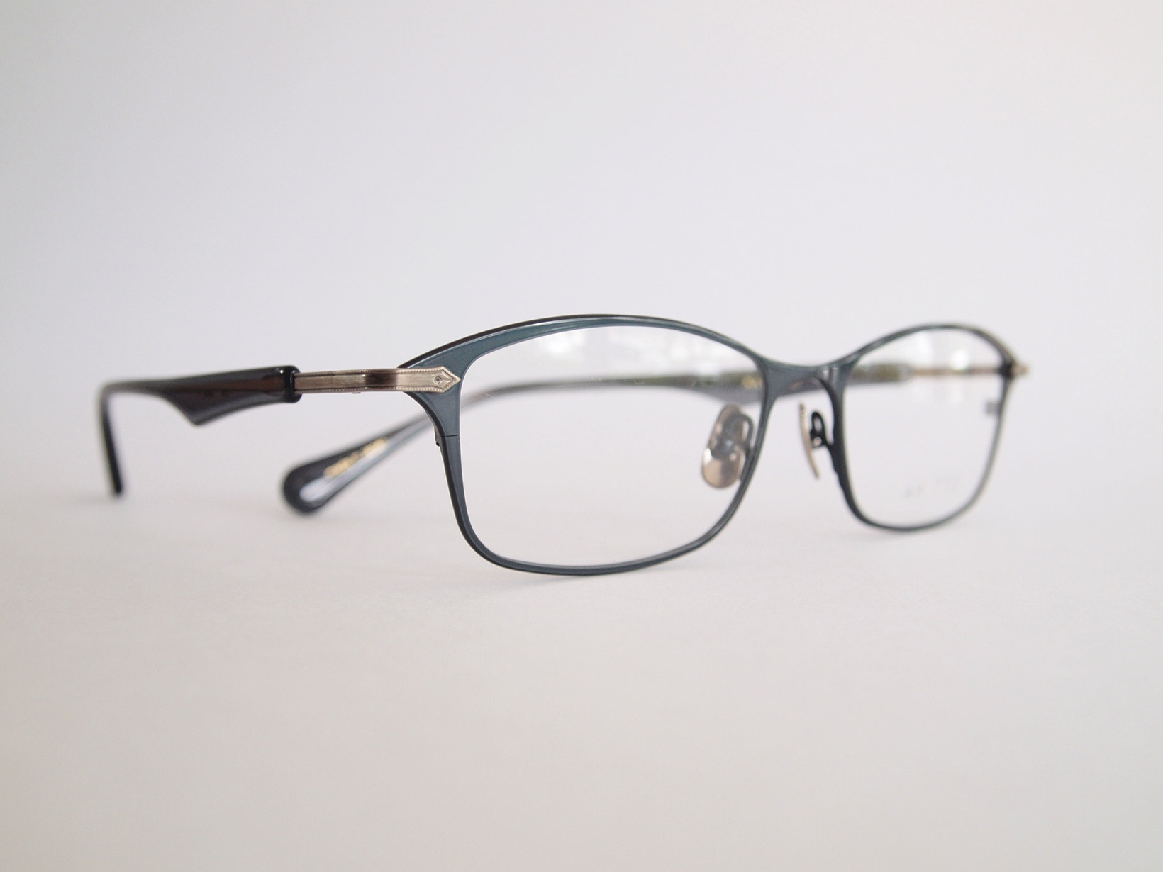 AKITTO 2019-3rd pen color|SN size:53□17 material:titanium+acetate price:¥42,000-(+tax)