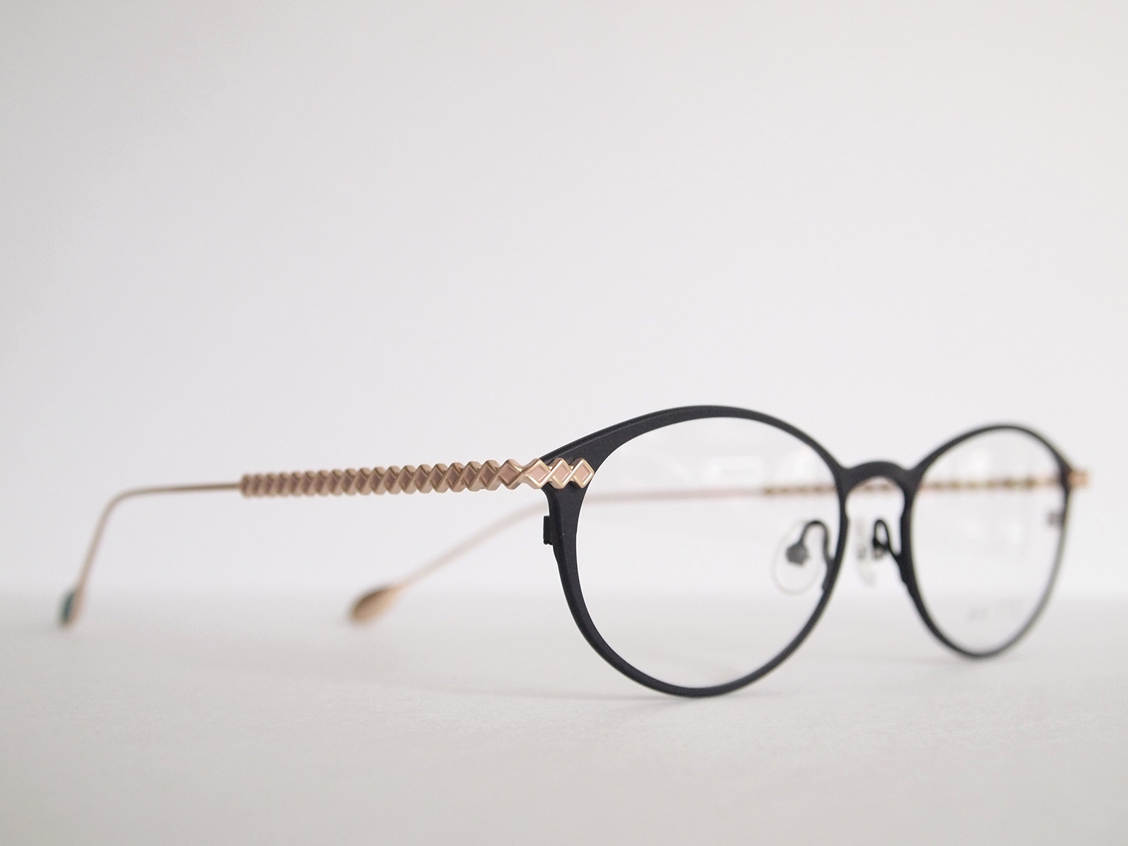 AKITTO 2020-3rd lin1 color:NV size:51□17 material:titanium price:¥44,500(+tax)