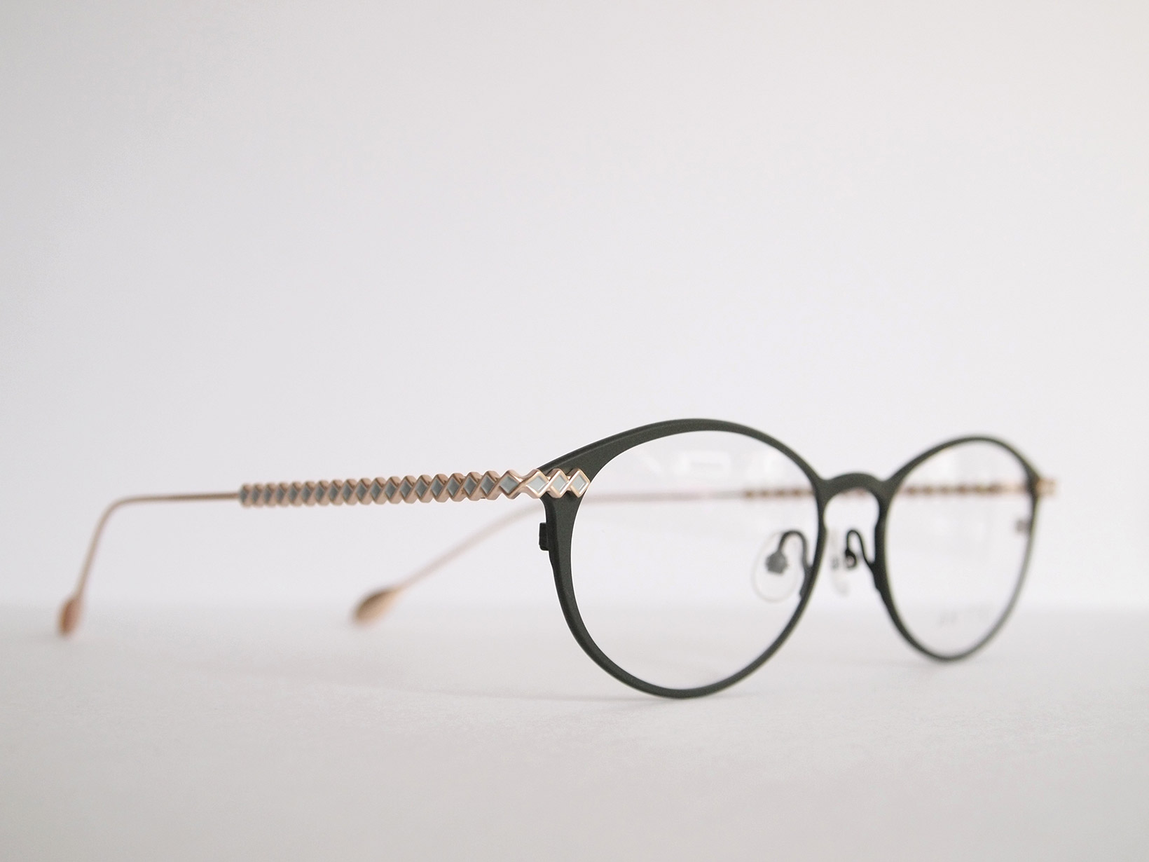 AKITTO 2020-3rd lin1 color:GR size:51□17 material:titanium price:¥44,500(+tax)